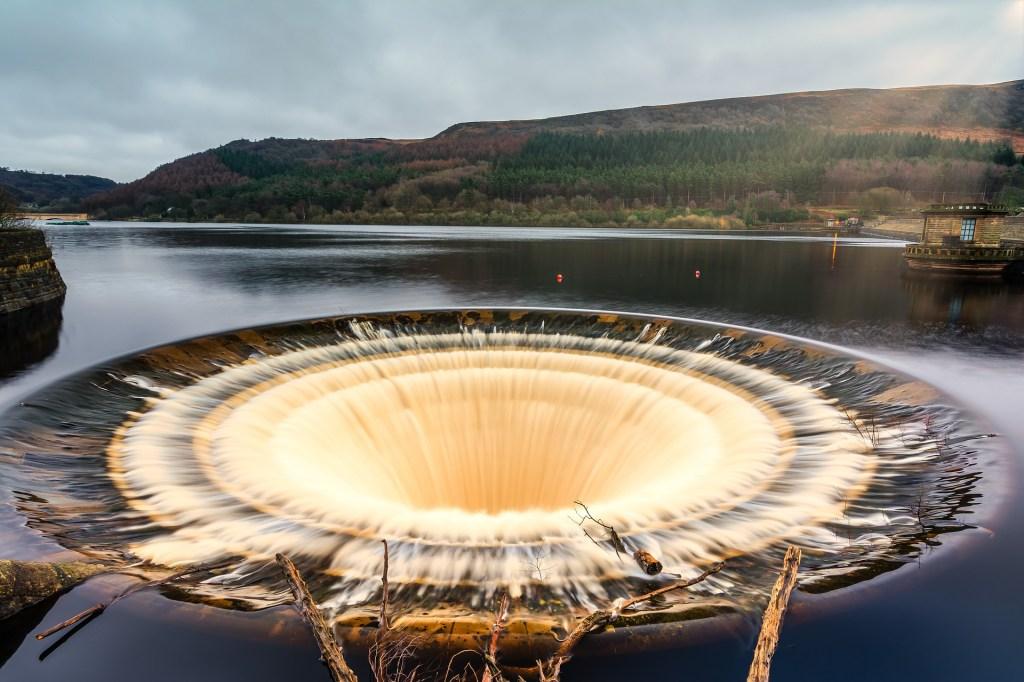 Huge drain hole in reservoir
